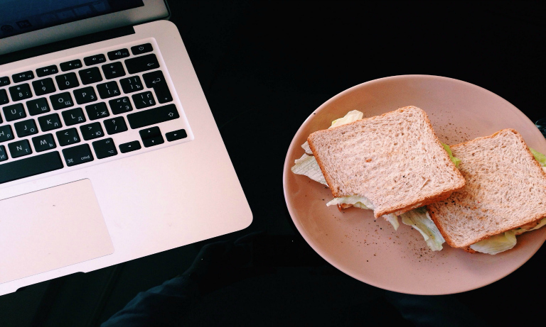 lunch_at_desk